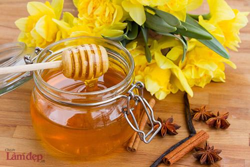 sử dụng mật ong dưỡng ẩm